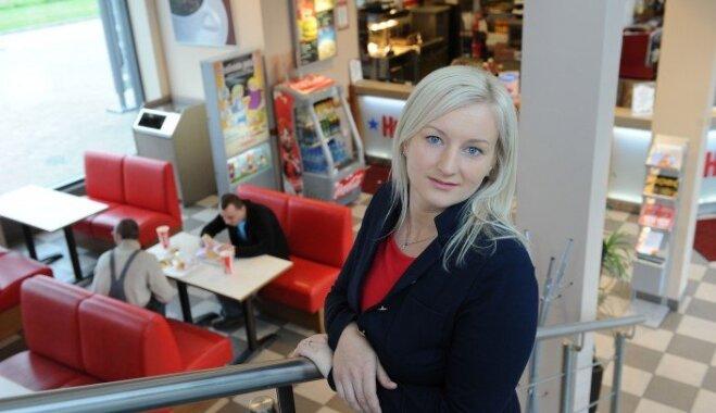 Latviete Ieva, kas apprecēja 'Hesburger' mantinieku: burgeri ir mana ikdiena