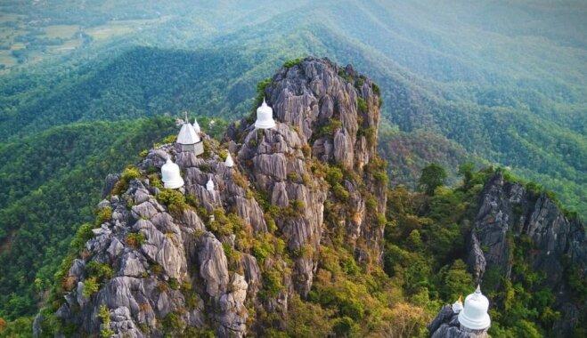 Maģiskie tempļi Taizemē, kas satupuši uz klints malas