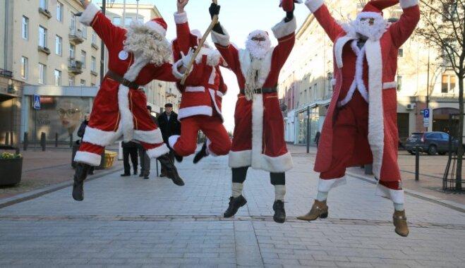 Ziemassvētku laika festivāls Šauļos: konfekšu lietus un dāvanas