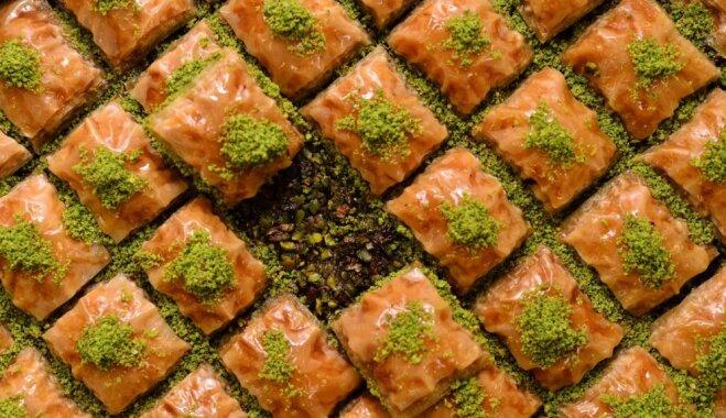 Традиционная восточная сладость – пахлава с фисташками