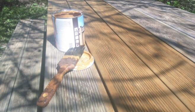 Soli pa solim: kā atjaunot ķērpjiem apaugušas dārza mēbeles