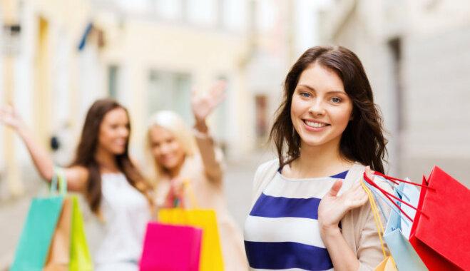 Мода нас изнасиловала. Арина Холина о том, почему скоро люди перестанут ходить по магазинам