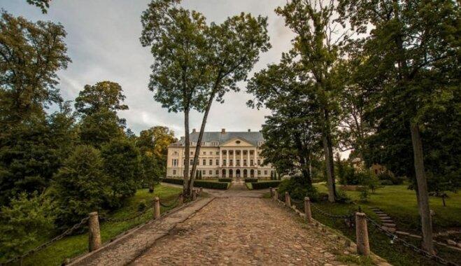 ФОТО: Прогулка по парку Каздангского дворца, принадлежавшего курляндским баронам