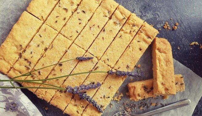 Простое песочное печенье с лавандой и цедрой лимона