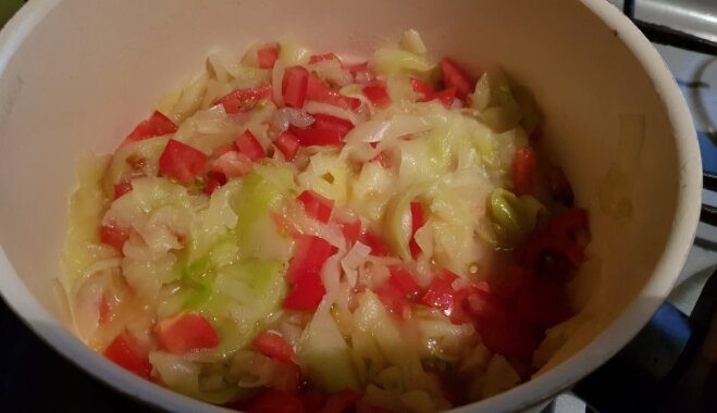 Kabaču nūdeles ar tomātiem
