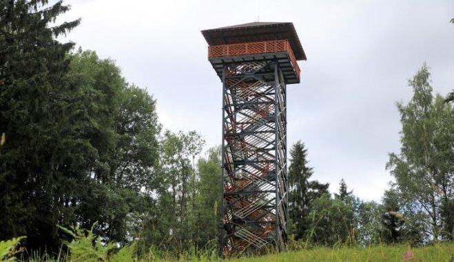 Augstākajā Alūksnes augstienes paugurā uzbūvēts skatu tornis