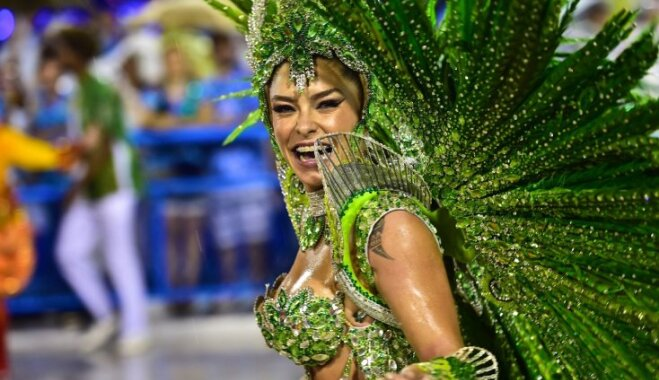 Групповой секс на улицах рио во время карнавала видео смотреть бесплатно