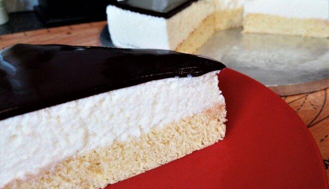 Maigā suflē torte 'Putna piens'