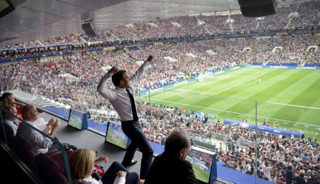 """Реакция Макрона на победу сборной Франции """"взорвала"""" социальные сети"""