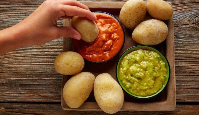 Ģeniāla ballīšu uzkoda: Kanāriju salās iecienītie kartupelīši 'papas arrugadas' ar mērcēm