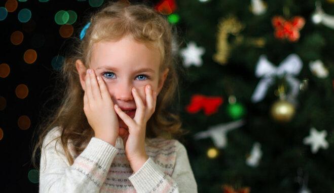 Kā mazināt bērna uztraukumu pirms uzstāšanās pie Ziemassvētku eglītes