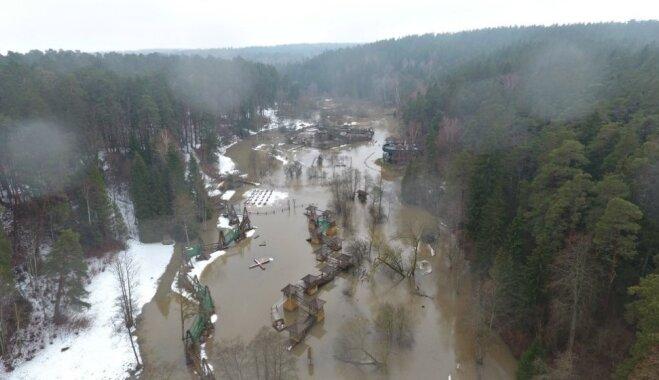 ФОТО: В Терветском природном парке затопило площадку с аттракционами
