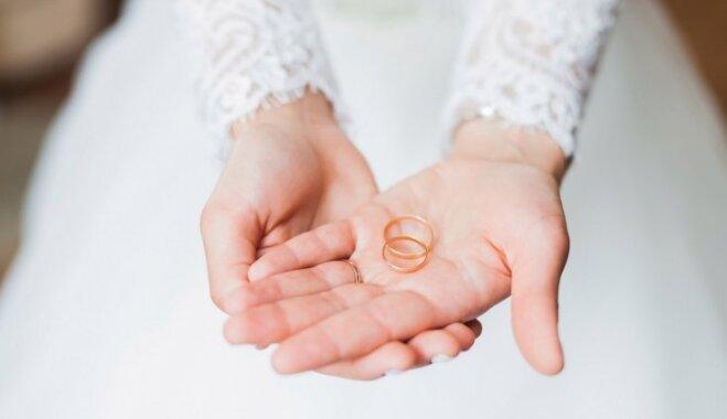 Labo vai kreiso? Saderināšanās un laulības gredzenu nēsāšanas tradīcijas Latvijā un citviet