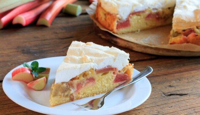 Nevar neizdoties: 10 sulīgas kefīra mīklas kūkas
