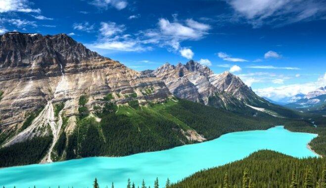 Savdabīgi zils ūdens, ko vērot var vien vasarā: pastkartes cienīgs ezers Kanādā