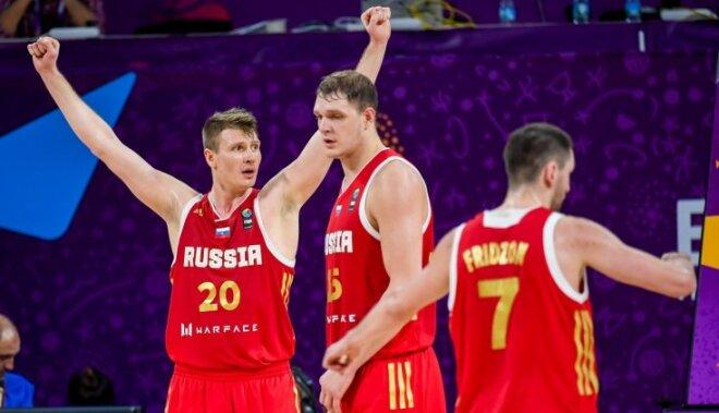 Video: Latvijas pieveiktā Krievija iekļūst 'Eurobasket 2017' pusfinālā