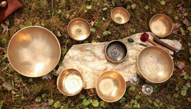 Vibroakustiskā masāža ar Tibetas dziedošajiem jeb Nepālas dziedinošajiem traukiem – kā tā darbojas?