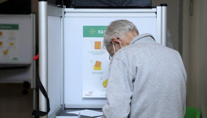 Foto: Vēlētāji steidz balsot pašvaldību vēlēšanās