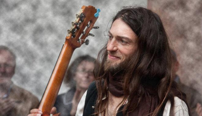 Oktobrī Rīgā uzstāsies Estas Tonne – ģitāras virtuozs ar atdzīvinošu ūdeni