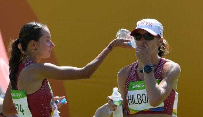 Marhele un Hilborna priecīgas par izdzīvošanu nežēlīgajā maratona svelmē