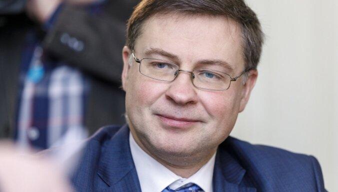 Pēc negatīva Covid-19 testa Dombrovskis klātienē piedalīsies viņa uzklausīšanā