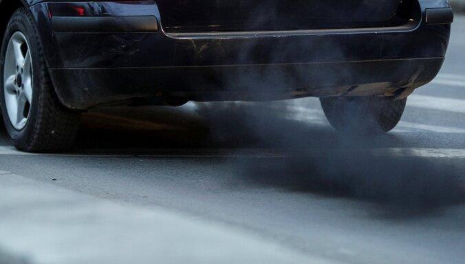 Aicina zemizmešu automašīnām nepiemērot transportlīdzekļa reģistrēšanas nodokli
