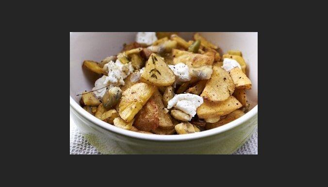 Теплый салат из картофеля, бобов и свежего сыра