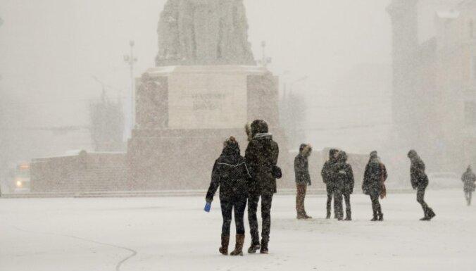 Sestdien centrālajos rajonos gaidāma spēcīga snigšana