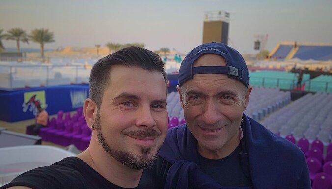 Intars Busulis mirdz Igora Krutoja jubilejas koncertā Dubaijā