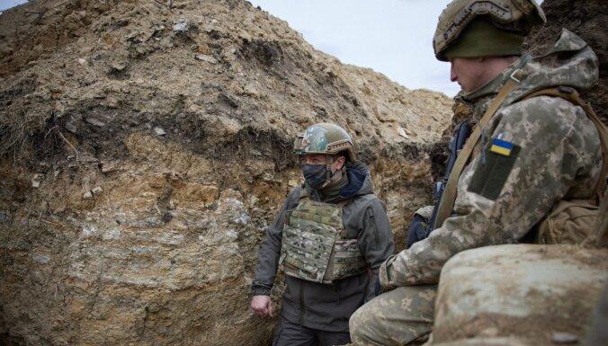 Зеленский в окопе в Донбассе. Козак говорит о пиар-акции Киева