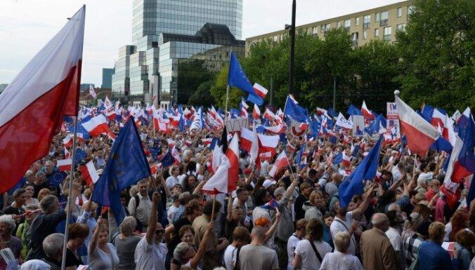 Polija piemin pirmās daļēji brīvās vēlēšanas pēc komunistu diktatūras