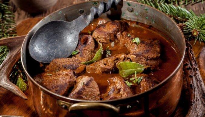 Sautēta stirnas gaļa garšvielu mērcē