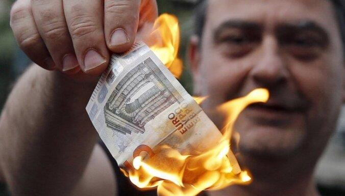Греция закрыла банки и ввела лимит на снятие наличных