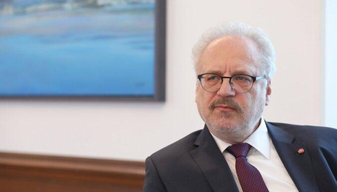 Partijas atsaucas Levita ierosmei atjaunot Satversmes 81. pantu, aicina uz sarunu Saeimā
