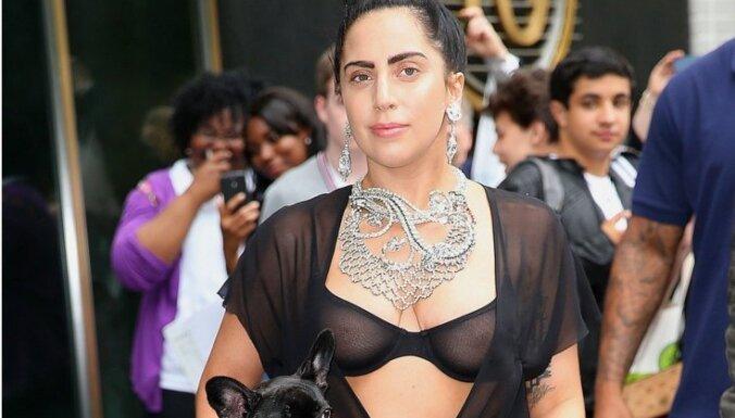 ФОТО, ВИДЕО: Lady Gaga прошлась по Нью-Йорку полуобнаженной