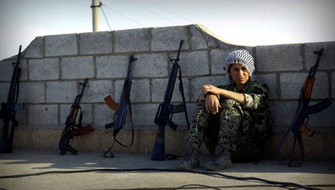 Rožavas kurdi un režīma opozīcija pāriet Eifratu; gatavi atbrīvot Menbižu