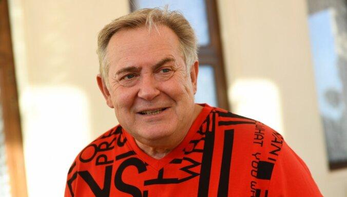 Дачник Стоянов и оптимист Сухоруков: как знаменитости проводят время в карантине