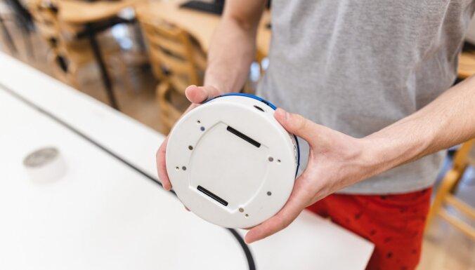 TSI pirmā kursa studenti 'pieradina' robotus 'Khepera IV'