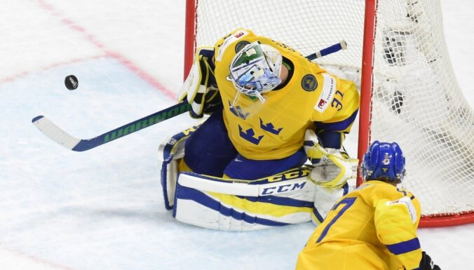 Latvijas hokeja izlases pretinieces Zviedrija un Krievija pārbaudes spēlēs svin uzvaras