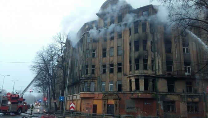 Рижская дума решила снести горевшее в ноябре здание на улице Калнциема
