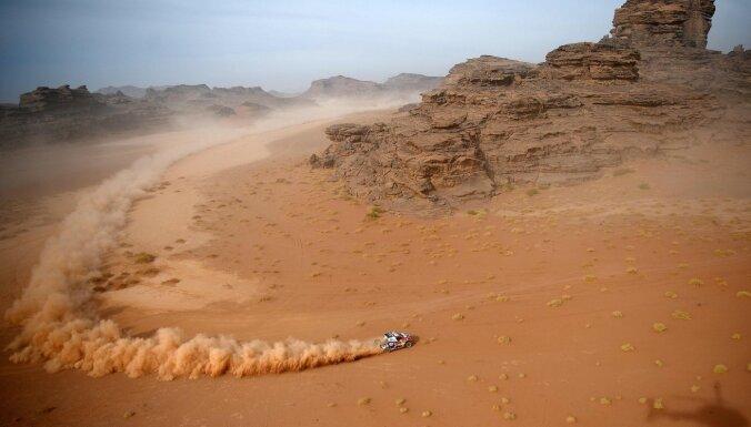 Al-Atija desmitajā posmā svin jau piekto uzvaru šī gada Dakaras rallijreidā