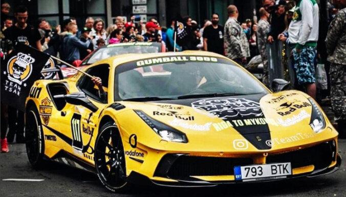 ВИДЕО: Желтый Ferrari из Латвии несется со скоростью 330 км/ч