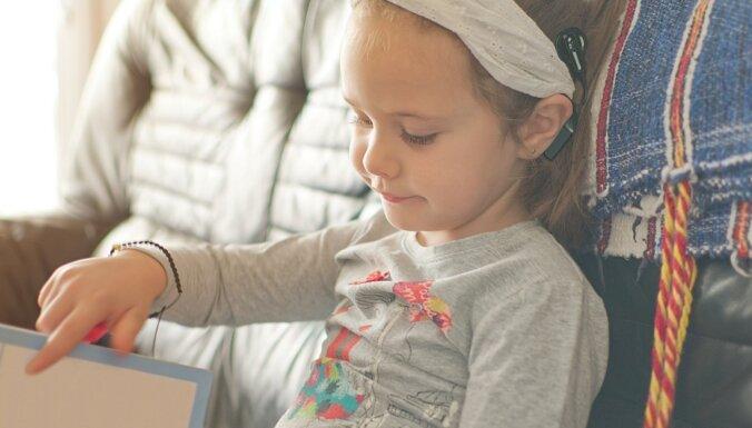 Ārste: savlaicīgi atklāta nedzirdība bērnam nav šķērslis mācībām vispārizglītojošā skolā