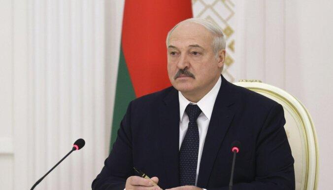 Лукашенко пригласил папу римского лечиться в Белоруссии