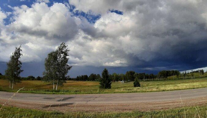 Aculiecinieka kadri: Negaisa mākoņu vāli samilzt pār Madonu