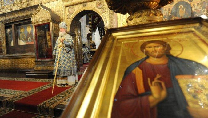 Православных россиян все больше, в церковь ходят меньше