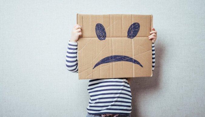 Četras izplatītas vecāku darbības, kas iedragā bērna pašcieņu