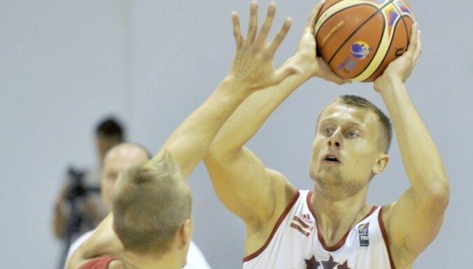 Laksa ar 22 punktiem palīdz 'Start' komandai izlīdzināt rezultātu Polijas čempionāta ceturtdaļfinālā