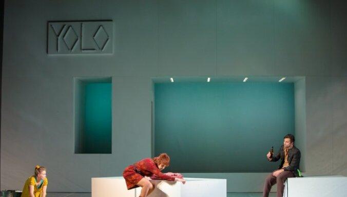 Izrādes apskats: YOLO – 'Iemīlējās muļķis muļķītē' Daugavpils teātrī