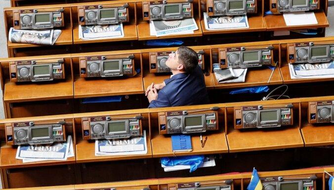 Ukrainas parlaments atceļ deputātu tiesisko imunitāti
